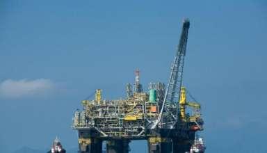 petróleo plataforma Petrobras 384x220 - Câmara aprova MP que autoriza venda direta do óleo do pré-sal