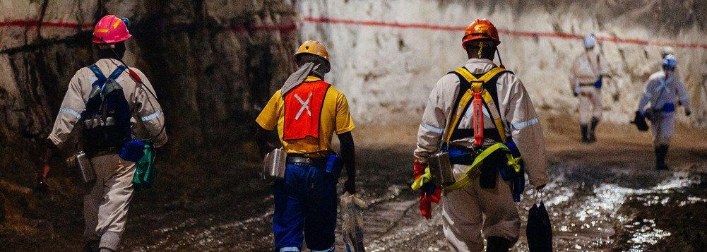 Trabalhadores presos em mina de ouro na África do Sul