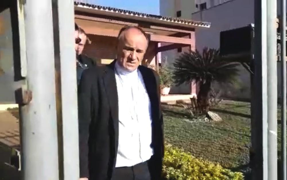 Bispo suspeito de desviar dinheiro