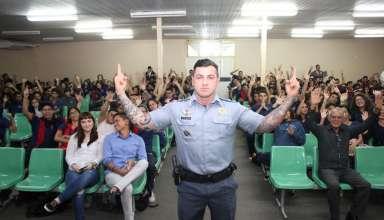 """Carpê 384x220 - Com o tema """"Tudo é Uma Questão de Escolha"""", tenente Carpê Andrade faz palestra em escola de Manaus"""