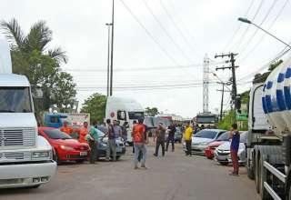 Caminhoneiros protestam em Manaus