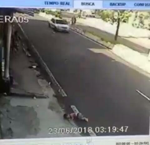 duas crianças atropeladas