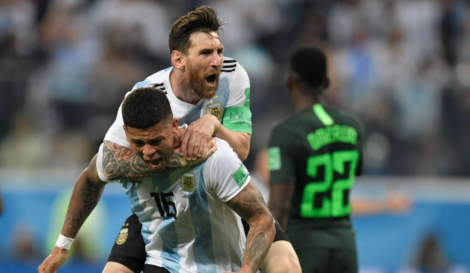 Comemoração de Messi e Rojo
