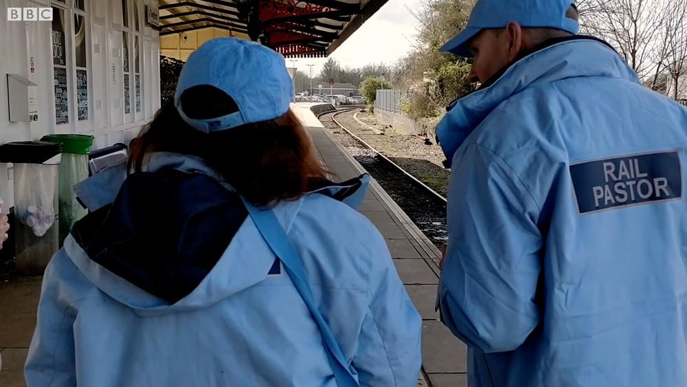 suicídios em estações de trem