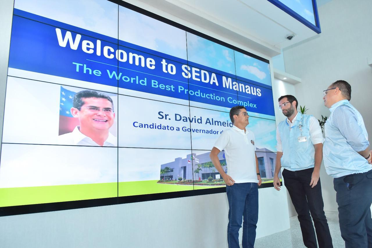 David Almeida durante visita ao Distrito Industrial